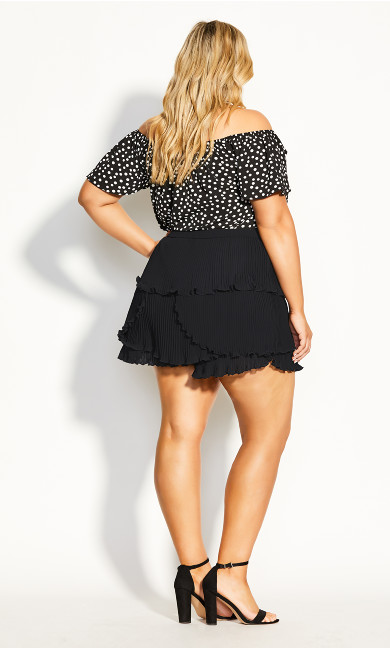Pleat Away Short - black